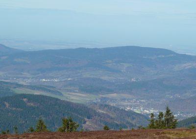 widok ze Śnieżnika - w prawym dolnym rogu Stronie Śląskie, wyżej po lewej Lądek Zdrój